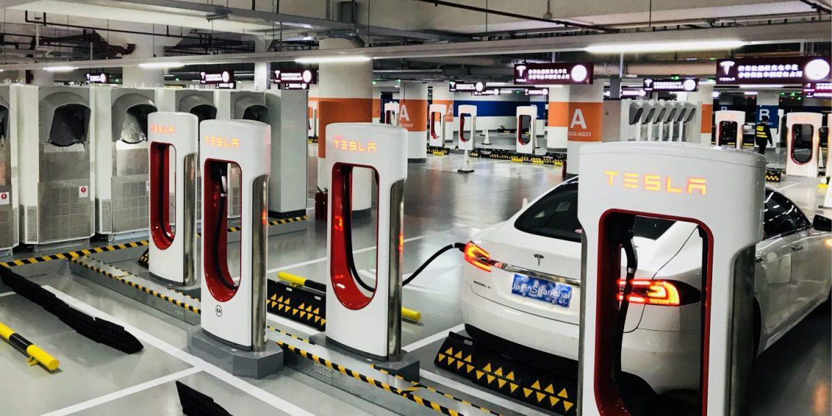 Tesla abre una nueva estación Supercharger, la más grande del mundo